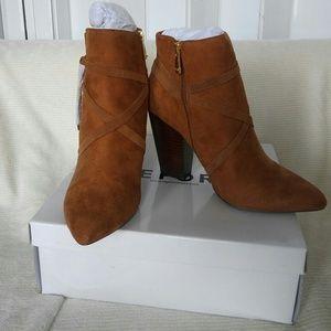 Report Tan Boots